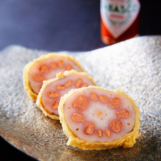 お酒のおつまみにピッタリな辛子蓮根。れんこんのさっくりとした食感と、TABASCO®ソースのピリッとした辛さがジャストフィット。  レシピのフルバージョンは、TABASCO®日本公式サイトでチェック!リンクはプロフィールに。#タバスコ #世界をちょっピリおいしく . . . . . #辛子蓮根 #和食 #レンコン #れんこん #味噌 #おつまみ #野菜料理 #ビール #家飲み #飲み会 #おうちごはん #おうちバー