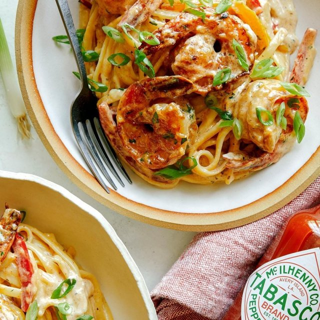 クリーミーケイジャンソースパスタに、TABASCO®ソースを添えば、より本格的な仕上がりに。今日は何滴かける?#タバスコ #世界をちょっピリおいしく . . . . . #ケイジャンパスタ #えび #ケイジャン料理 #ケイジャンソース #パスタ  #オリジナルレシピ #おうちごはん