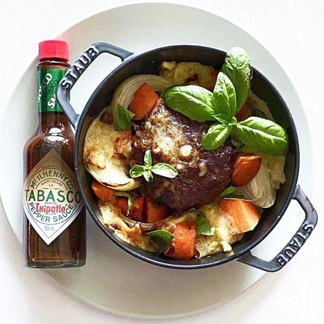 スモーキーな風味が漂うTABASCO®チポートレイソースを加えれば、いつものデミグラスハンバーグもよりコク旨な仕上がりに。  @hangover_plate さんのマイ #タバスコ  ハッシュタグ「#タバスコ」であなただけのTABASCO®ソースの楽しみ方をシェアしてみてください。もしかしたらTABASCO® Brandの日本公式アカウントに掲載されるかも? . . . . . #チポートレイソース #おうちごはん #ハンバーグ #朝ごはん #ブランチ #おうちカフェ