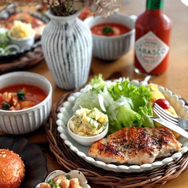 パリッとジューシーなチキンと、じっくり煮込んだミネストローネは、TABASCO®ソースとベストマッチ!お肉と野菜の旨味が口の中にジュワッと広がる。  @kpiano_cooking_ さんのマイ #タバスコ  ハッシュタグ「#タバスコ」であなただけのTABASCO®ソースの楽しみ方をシェアしてみてください。もしかしたらTABASCO® Brandの日本公式アカウントに掲載されるかも? . . . . . #おうちごはん #チキン#ミネストローネ #トマトソース #朝ごはん #ブランチ #おうちカフェ