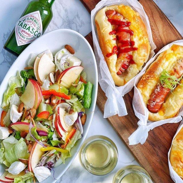 美味しいブランチにさっぱりとしたTABASCO®ハラペーニョソースを加えて、いつもと違ったスペシャルなアレンジ。りんごの爽やかサラダにも相性抜群!  @sanaluke2 さんのマイ #タバスコ  ハッシュタグ「#タバスコ」であなただけのTABASCO®ソースの楽しみ方をシェアしてみてください。もしかしたらTABASCO® Brandの日本公式アカウントに掲載されるかも? . . . . . #おうちごはん #サラダ #ソーセージ #パン #野菜料理 #りんご #朝ごはん #ブランチ #おうちカフェ
