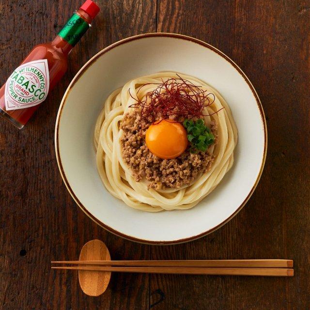 7月2日は、うどんの日。 黄身をのせた坦々うどんに、TABASCO®ソースをちょっぴり加えてピリッとした味わいが楽しめます。  レシピは、TABASCO®日本公式サイトでチェック!リンクはプロフィールに。#タバスコ #世界をちょっピリおいしく . . . . . #タバスコ #世界をちょっピリおいしく #父の日 #おうちごはん #家庭料理 #オムライス