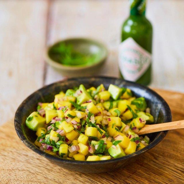 ジューシーなマンゴーと爽やかなTABASCO®ハラペーニョソースとの魅力的な組み合わせから生まれる、甘辛ずっぱいマンゴーサルサ!#タバスコ #世界をちょっピリおいしく  スワイプして今すぐレシピをチェック! . . . . . #マンゴー #マンゴーの日 #マンゴーレシピ #おやつ #簡単料理 #手料理 #お昼ごはん #朝ごはん #レシピ #果物 #果物レシピ #フルーツ